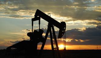 Zapasy ropy naftowej spadaj� ju� 9 tydzie� z rz�du