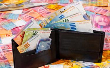 Kredyty walutowe. Jak płacić mniej?