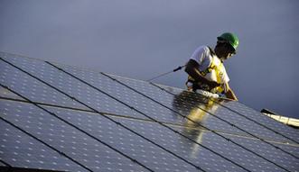 Pierwszy raz w historii energia odnawialna pobi�a paliwa kopalne. Chiny motorem nap�dowym, Polska hamulcowym