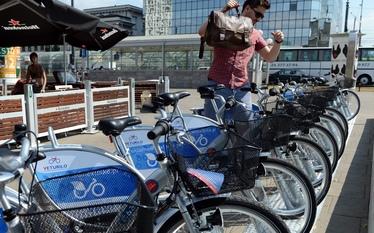 Wypo�yczalnia rower�w Veturilo w Warszawie. Sie� ju� dzia�a