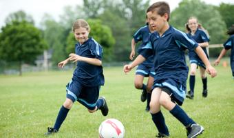 Tego uczy piłka. Warto grać?