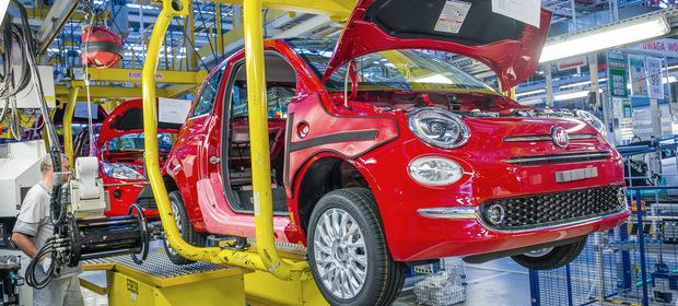 Fiat 500 na linii montażowej tyskiego zakładu.