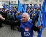 Strajk zwi�zkowc�w w Warszawie. Tysi�ce ludzi na ulicach