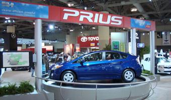 Toyota wycofa 300 tys. samochodów