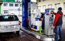 Cena benzyny wzros�a o 21 groszy w ci�gu miesi�ca