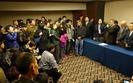 Rodziny ofiar zaginionego MH370 pobite