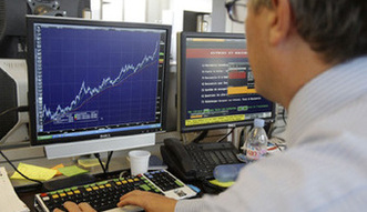Polacy masowo kupują akcje, gdy giełda jest już na szczycie. Ten schemat może się powtórzyć