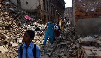 Pomoc dla Nepalu. Kraj ma dosta� miliardy dolar�w na odbudow� po trz�sieniu ziemi