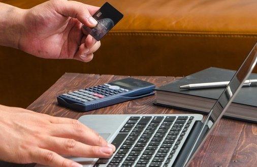 Karta kredytowa z bonem na zakupy na Allegro