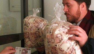 22 lata temu ka�dy Polak by� milionerem. Oto czym p�acili�my i ile wydawali�my w sklepach