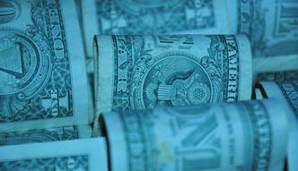 Dolar odzyskuje utracony presti�. Wszystko rozstrzygnie si� w pi�tek