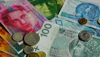 Frank i dolar mog� podro�e�. Dwa czynniki nie sprzyjaj� z�otemu