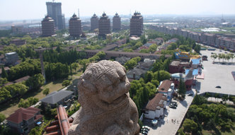 Najbogatsza wioska Chin. Tak wygląda komunistyczny Disneyland
