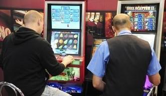 Ustawa hazardowa raczej bez zmian. MF chce ostrzega� graczy, ile wydali na hazard