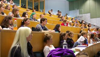 W nowym roku akademickim �atwiej o kredyty studenckie i stypendia socjalne
