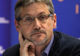 Janusz Cicho�