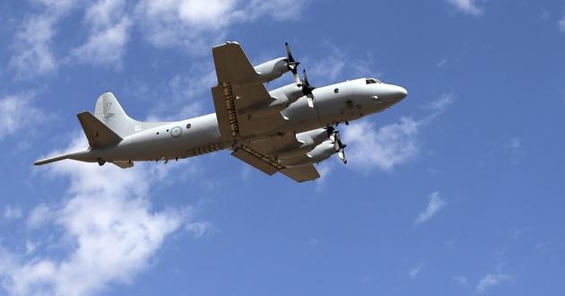 Australijski samolot AP-3C Orion leci na poszukiwania boeinga 777.