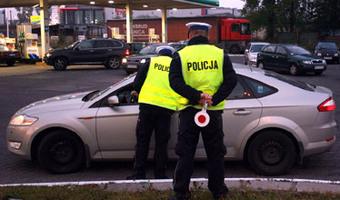 Prawo w Polsce. Wlókł mężczyznę pod autem. Zapłaci 6 tys. grzywny