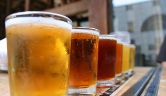 """Rynek piwa w Polsce. Polacy pij� coraz mniej piwa, za to cydr """"idzie jak woda"""""""