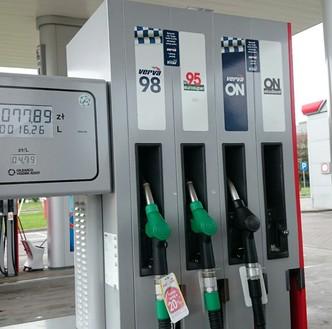 Ceny paliw na stacjach przed długim weekendem. Zła informacja dla kierowców