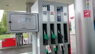 Ceny paliw na stacjach w długi weekend. Zła informacja dla kierowców