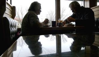 Obni�enie wieku emerytalnego. Rz�d wie, �e �wiadczenia b�d� du�o ni�sze, ale popiera Dud�