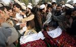 Pakista�czycy op�akuj� masakr� dzieci. To najwi�ksza zbrodnia w historii