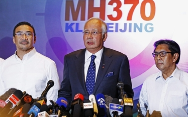 Zaginiony samolot w Malezji. FBI pomo�e w �ledztwie?