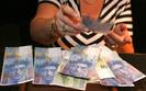 Kredyty we frankach. Nie wszystkie banki zrezygnuj� z niekorzystnych zapis�w w umowach