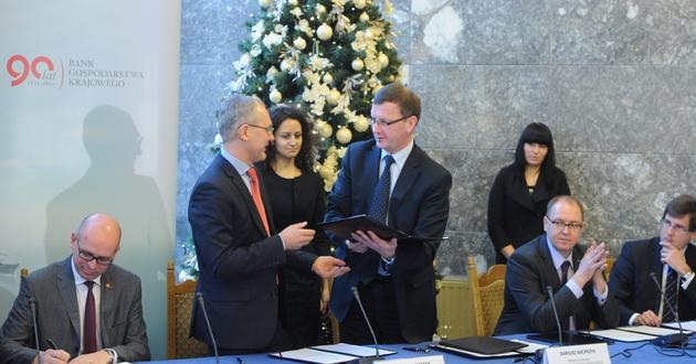 Dzi� kolejne trzy banki podpisa�y umowy udzia�u w programie</br>