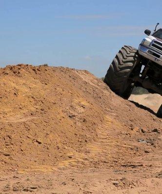 """Kulisy """"Pomysłu na Biznes"""". Money.pl sprawdza, jak arbuz wytrzyma spotkanie z Monster Truckiem"""