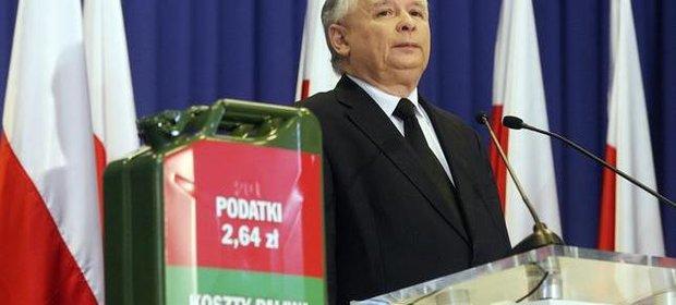 W 2011 r. Jarosław Kaczyński wytykał premierowi Tuskowi zbyt wysokie opodatkowanie benzyny