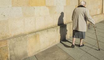 Obni�enie wieku emerytalnego. Mordasewicz: Powr�t do poprzedniego wieku skrzywdzi kobiety