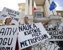 Wiadomo�ci: Humani�ci protestuj�. Chc� spotkania z Kopacz