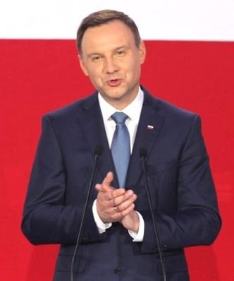 """Prezydent Duda: """"dobra zmiana"""" ma podnie�� poziom �ycia Polak�w"""