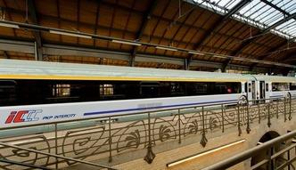 Transport kolejowy w Polsce. Kolejarze powoli odzyskuj� klient�w