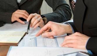 Ekspert: przy przetargach zatrudnianie na etat powinno by� norm�