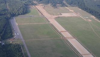 Lotnisko w Szymanach z dworcem kolejowym. Start w 2016 roku