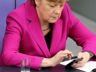 Angela Merkel, Cancelliere tedesco, utilizza un BlackBerry Q10