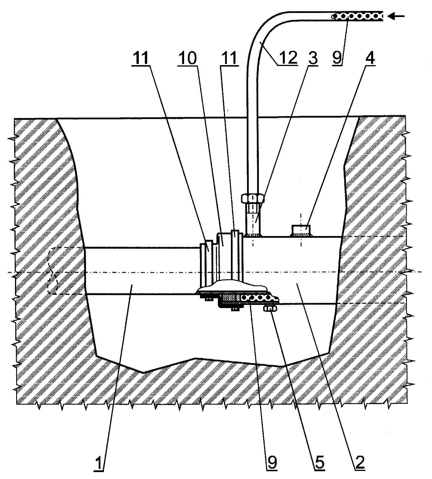 Sposób aplikacji masy izolującej  antykorozyjnej do układów rurociągów z rurą ochronną