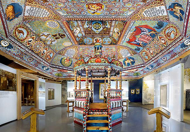 Rekonstrukcja sklepienia drewnianej synagogi z Gwoźdźca na dzisiejszej Ukrainie. To najważniejsza część wystawy poświęconej życiu miasteczek, w których większość stanowili Żydzi
