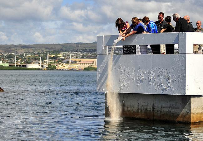 Ceremonia zatopienia prochów marynarza  U.S. Navy
