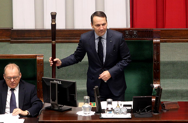 Kancelaria Sejmu wyda w przyszłym roku 51 mln więcej niż w obecnym. Na zdjęciu marszałek Radosław Sikorski