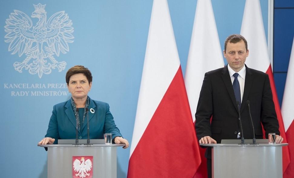 Na zdj. premier Beata Szydło z pełnomocnikiem rządu ds. Centralnego Portu Komunikacyjnego Mikołajem Wildem.