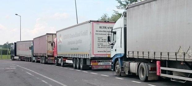 Kolejka ciężarówek na polsko-ukraińskiej granicy w Korczowej.