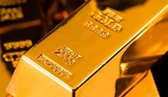 Złoto tak cenne jeszcze w tym roku nie było. Grubo ponad 5 tys. zł za uncję