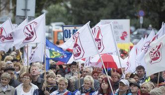 Dzień Nauczyciela. ZNP chce zaostrzenia protestów, Solidarność walczy o nowe przywileje