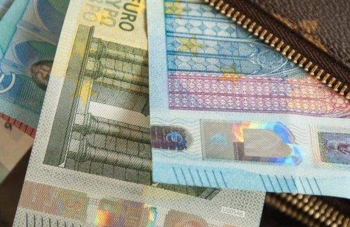 Dlaczego za granicą nie opłaca się płacić gotówką?
