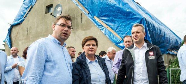 Premier w weekend wizytowała jedną ze wsi poszkodowanych przez nawałnicę.