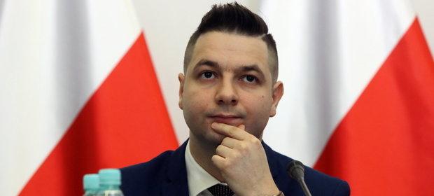 """Patryk Jaki, wiceminister sprawiedliwości, chce, by także Rosjanie ponieśli odpowiedzialność """"za to, co zrobili Polsce"""""""
